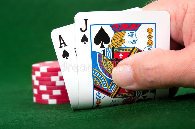 vincitore al gioco blackjack con una mano perfetta