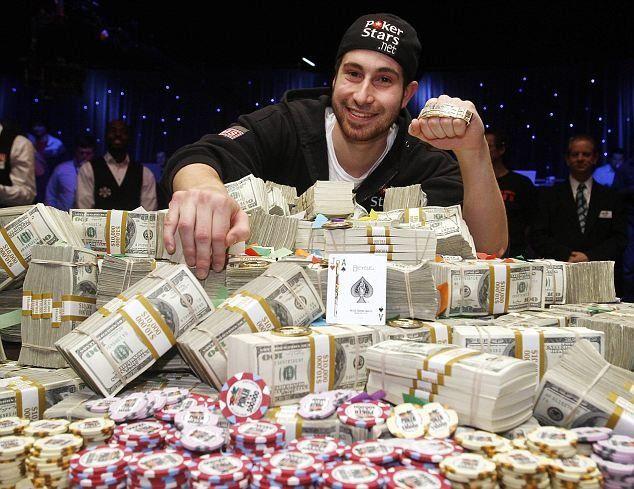 Vittoria al poker con vincita in cash.