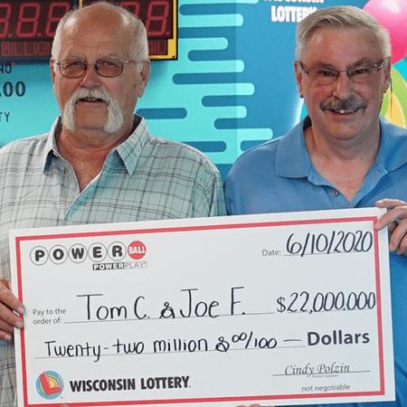vincere al casino come i due fortunati vincitori del Powerball della foto