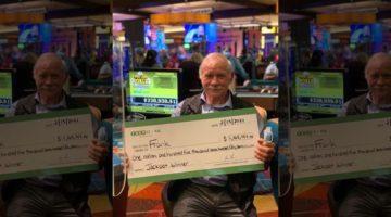 Immagine di vincitore al poker progressivo con assegno in mano.