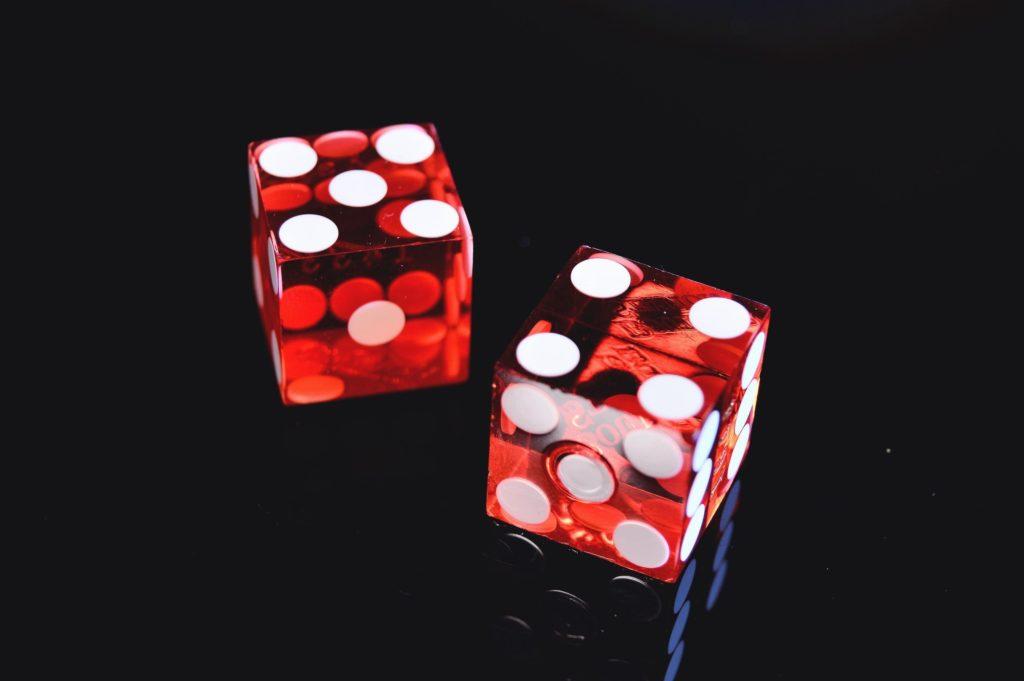 10$ casino red dice image.